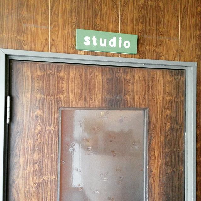 スタジオ入り口は、レトロでかわいいです︎今日もヨガでリフレッシュ^_^靴のままどうぞ。