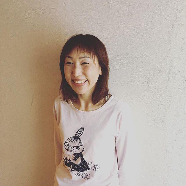 生徒さんの声@hinoriyoga今年は、花粉症が大丈夫なんです。先生に、あったら言おうと思って。絶対ヨガのおかげです。いつもの素敵な笑顔で教えてくれました。そして、自分に自信が持てるようになりました。と。うちのスタジオにずーっと通ってくださってるマキさん。10年ほど、花粉症に悩まされてたそうです。整うって、そういうことなんですね。とても、素敵なおくりもの。私達も、本当に嬉しいです。