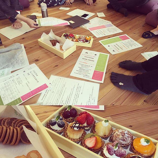今日はヒノリヨガスタッフミーティング女子が集まると甘いものはマストだね〜 #ヨガ #ヒノリヨガスタジオ #草津 #yoga #ミーティング #ポーレ